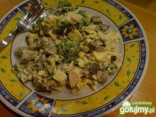 Sałatka pieczarkowa z serem żółtym
