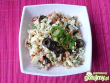 Sałatka pieczonego mięsa i fasoli
