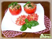 Sałatka pomidorowa w pomidorkach.