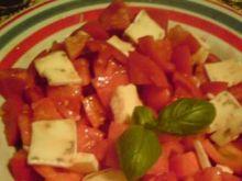 Sałatka pomidorowa z camembertem