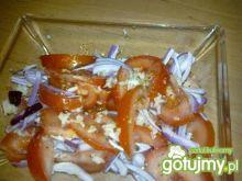 Sałatka pomidorowa z cebulą