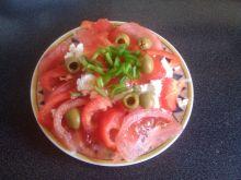 Sałatka pomidorowa z papryką i serem