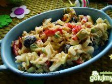 Sałatka ryżowa z awokado i oliwkami