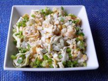 Sałatka ryżowa z kukurydzą i tortellini