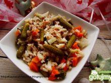 Sałatka ryżowa z mini ogóreczkami