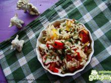 Sałatka ryżowa z nektarynkami i surimi