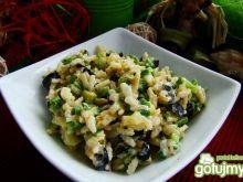 Sałatka ryżowa z oliwkami i papryką