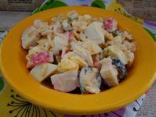 Sałatka ryżowa z oliwkami i surimi