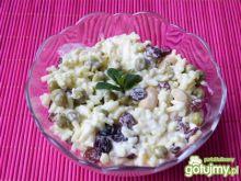 Sałatka ryżowa z orzechami nerkowca