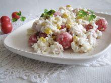 Sałatka ryżowa z pomidorami i kurczakiem