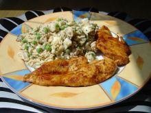Sałatka ryżowa z tuńczykiem i groszkiem