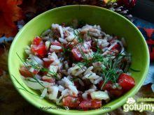 Sałatka ryżowa z tuńczykiem i koperkiem
