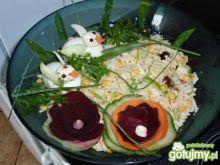Sałatka ryżowa ze sliwką lalifornijską