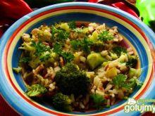sałatka ryzowo -warzywna  z brokułami