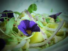 Sałatka śledziowa z korzennym sosem i ziemniakami