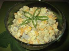 Sałatka śledziowa z sosem ziołowo - koperkowym