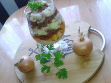Sałatka śledziowa z suszonymi pomidorami