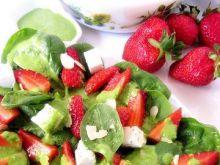 Sałatka szpinakowo-truskawkowa