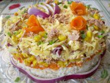 Sałatka tort z tuńczykiem