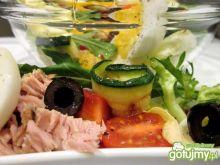 Sałatka tuńczykowa z jajkiem i warzywami