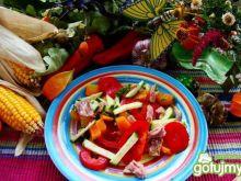 Sałatka tuńczykowa z pomidorem i papryką