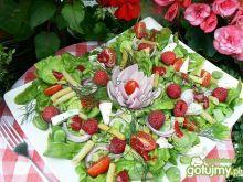 Sałatka w malinowym ogrodzie
