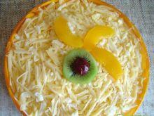 Sałatka warstwowa z brzoskwinią