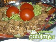 Sałatka warstwowa z grillowanym mięsem