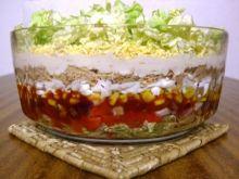 Salatka warstwowa z tunczykiem i pekinka
