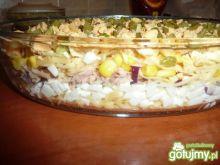 sałatka warstwowa z tuńczykiem i serem