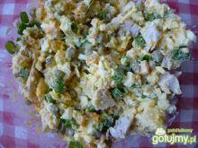 Sałatka warzywna z filetem z kurczaka .