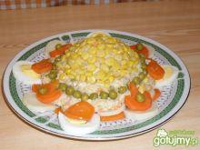 Sałatka warzywna z kaszą.