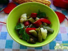Sałatka warzywna z kiełbaską