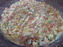 Sałatka warzywna z kukurydzą