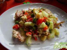 Sałatka warzywna z kurczakiem i fetą