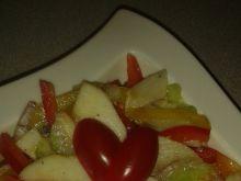 Sałatka warzywna z owocami