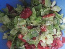 Sałatka warzywna z sosem winegret