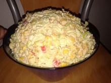 Sałatka warzywna z zupkami błyskawicznymi