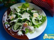 Sałatka wiosenna z jajkiem przepiórczym