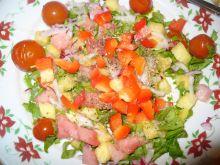 Sałatka z ananasem, arbuzem i papryką