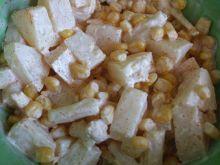 Sałatka z ananasem i kukurydzą