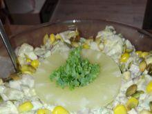 Sałatka z ananasem i szynką