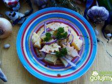 Sałatka z ananasem i wędzonym oscypkiem