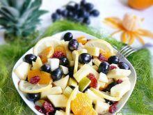 Sałatka z ananasem i winogronem