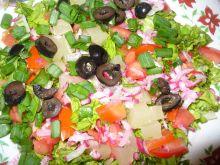 Sałatka z arbuzem, ananasem i oliwkami
