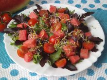 Sałatka z arbuzem i kiełkami