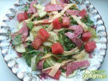 Sałatka z arbuzem i salami