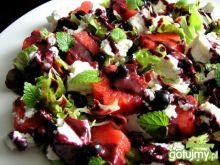 Sałatka z arbuzem, serem i jagodami