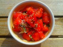 Sałatka z arbuzem, sezamem i kolendrą
