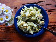 Sałatka z awokado , jajka i ogórka